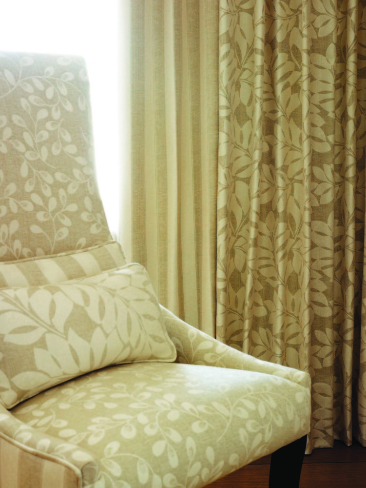 CHARTWELL HONESTY CHAIR & CURTAINS
